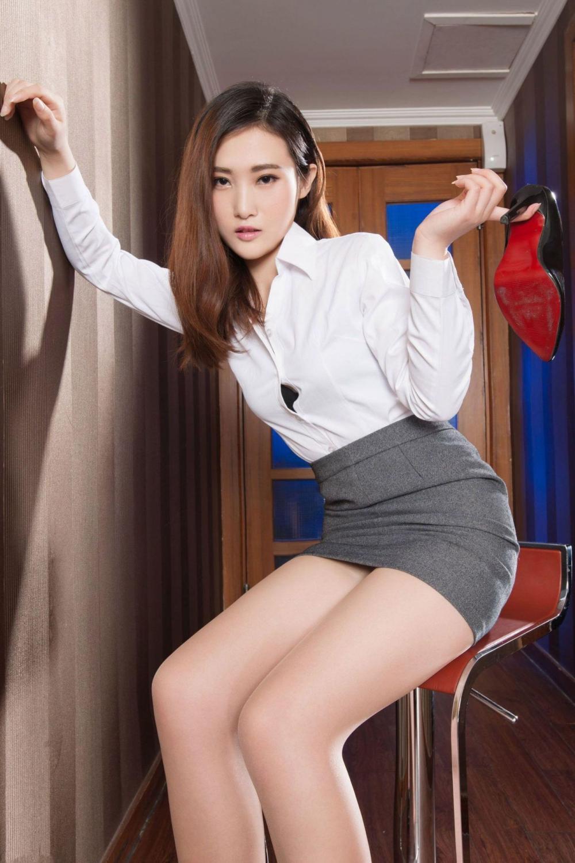 熟悉的白衬衫, 黑高跟 这样的职业装才叫迷人 3