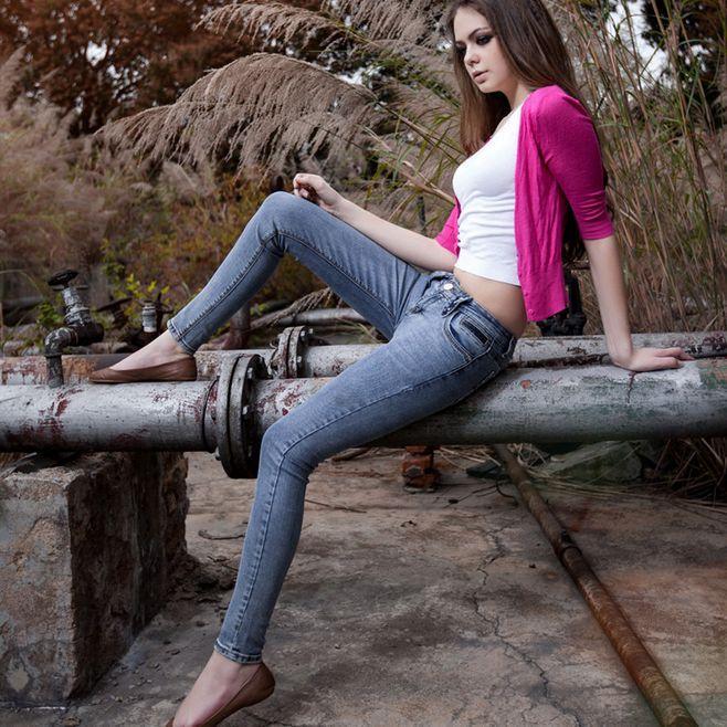 紧身裤设计风格很好, 青春靓丽, 非常有韵味