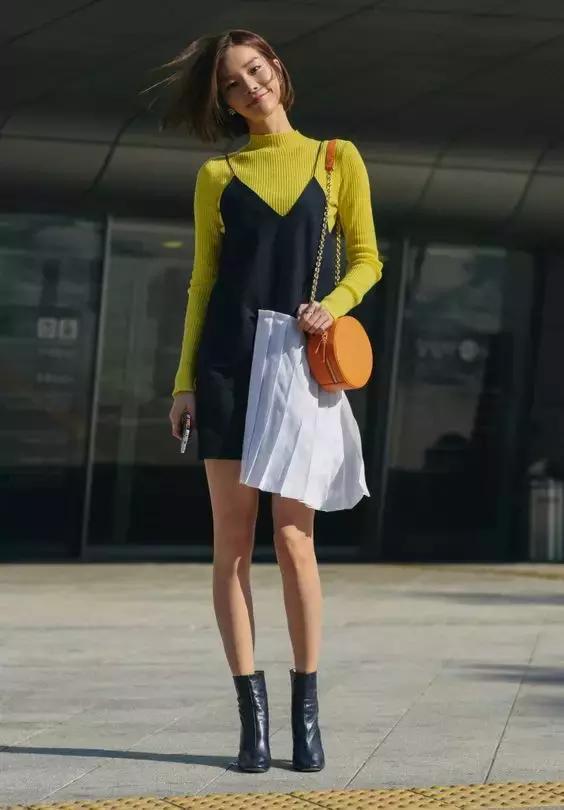 连衣裙+短靴的标配, 唐艺昕戚薇也说入秋必买