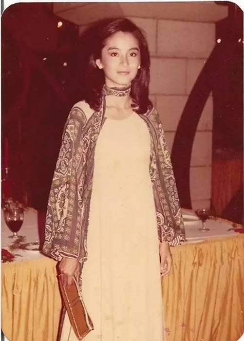 林青霞40年前穿的旧衣服, 比你身上穿的要时髦! 12
