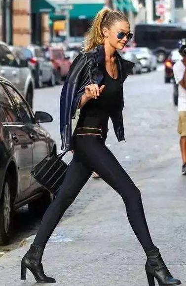 显出大长腿就这么简单, 超模教学裤子穿法 5
