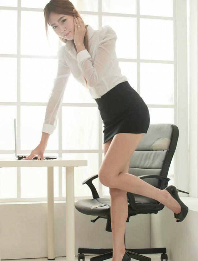包臀裙的魅力就在于可以修饰腿型, 而且紧紧包裹着腰身 5