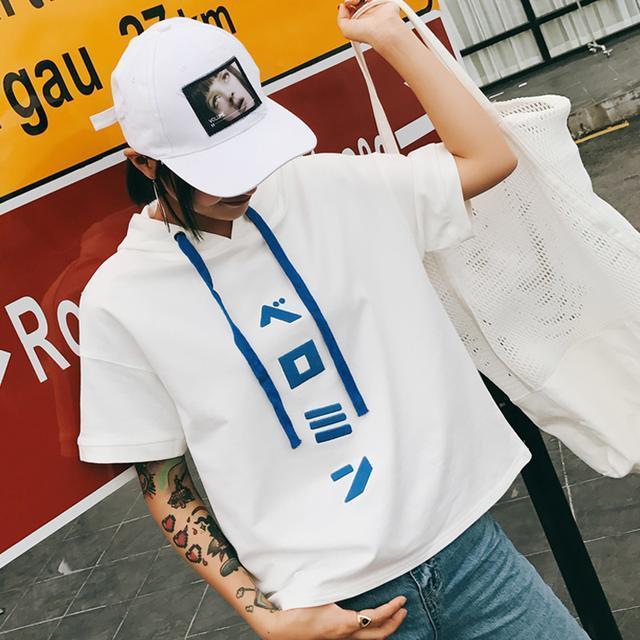 李小璐果然是时尚辣妈, 这次街拍又火了这款卫衣, 不怕冷吗 8