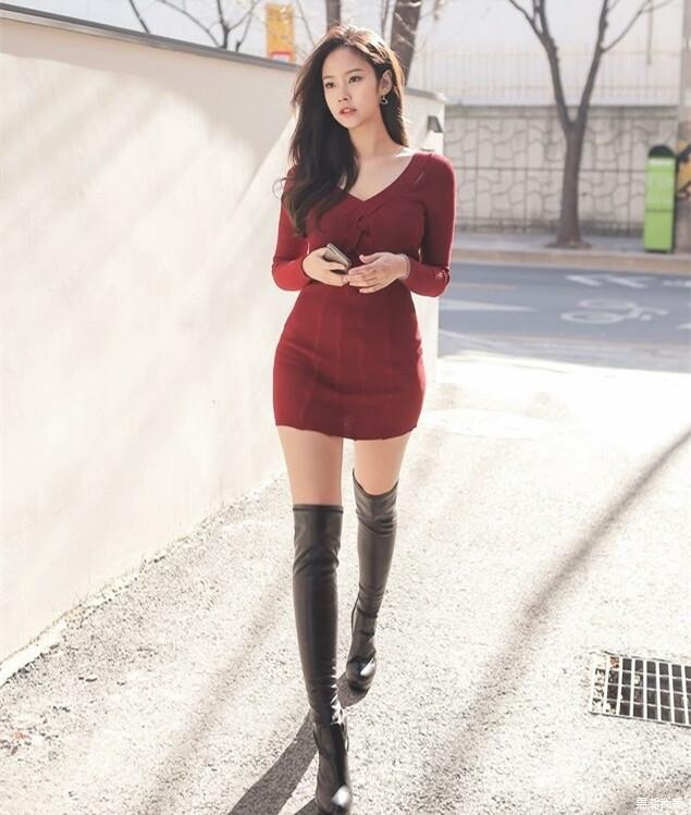 街拍红色包臀裙小姐姐, 丰腴优雅就像熟透了的葡萄一般醉人