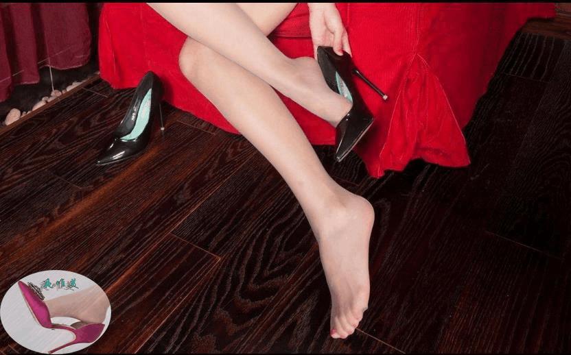 高跟鞋美女美姿秀雅, 又高又直的长腿高挑而充满活力 5