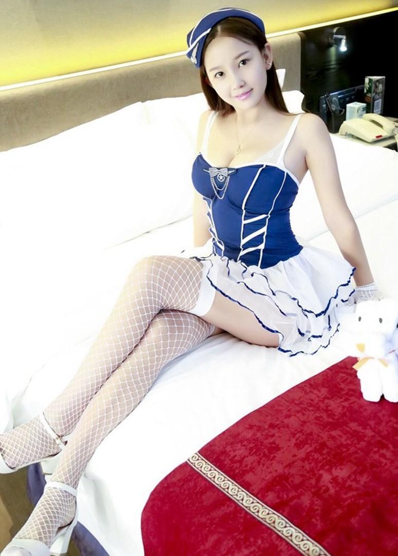 淡雅美女, 搭配薄纱吊带裙, 彰显青春俏美!