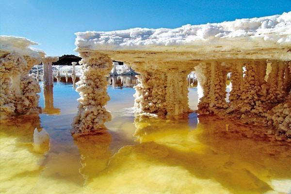 价值12万亿的盐湖, 能供全球吃盐2000年, 还用盐做了一条路