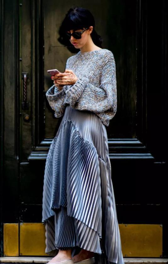 秦嵐穿鉤花毛衣配印花裙, 造型繁復卻穿出溫柔感, 一般人很難駕馭-圖7