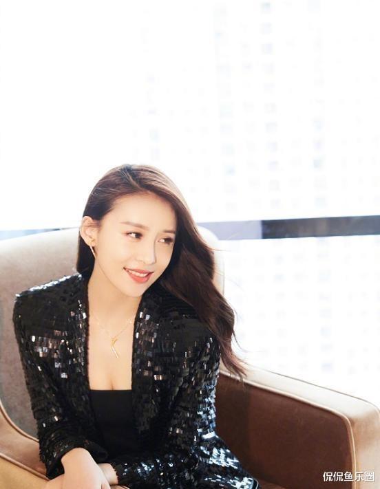34歲賈青, 顏值姣好身材有料, 好身型讓無數女生羨慕-圖5