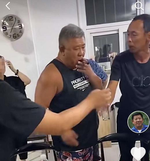 """63歲老戲骨程煜大變樣? 煙酒不離身, 好似""""邋遢大叔""""-圖6"""