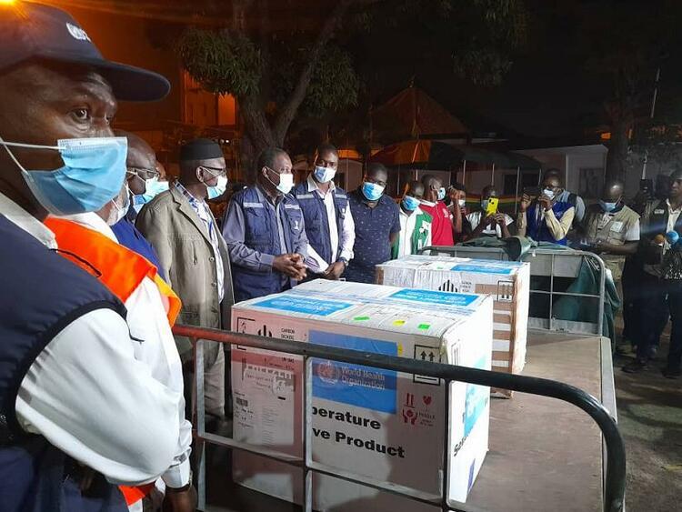 世衛組織提供的1.1萬多劑埃博拉疫苗運抵幾內亞-圖1