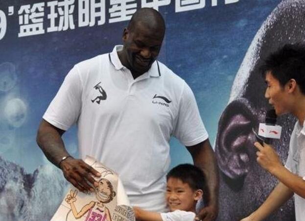 NBA球星来中国爱干什么? 做慈善, 爬长城, 打麻将