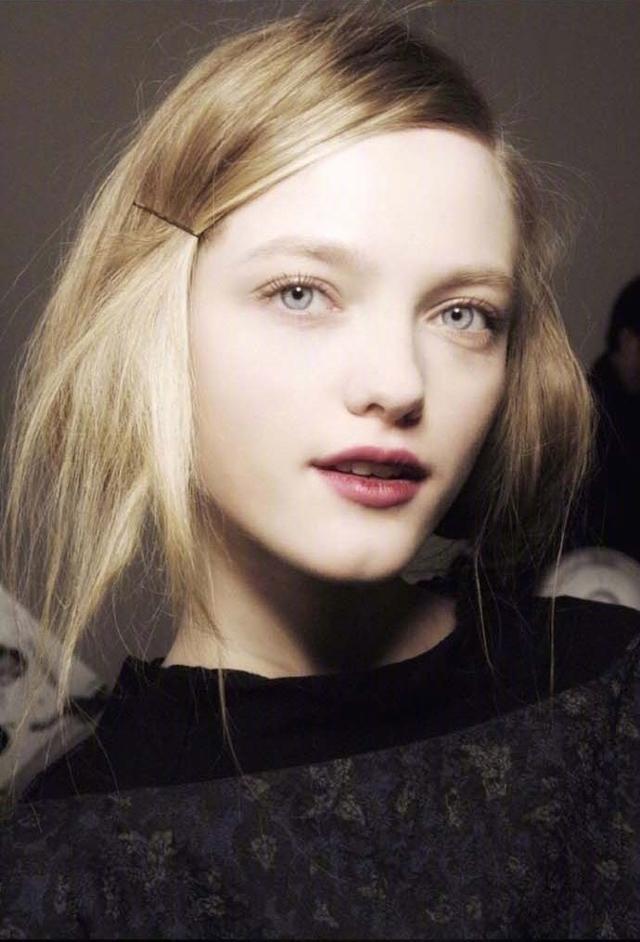 她是仙女模特界的鼻祖, 美到不像人类, 就是橱窗里的洋娃娃! 16