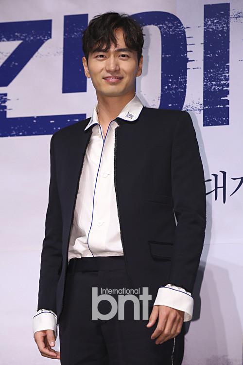 李阵郁确定出演《上流社会》 与秀爱朴海日合作