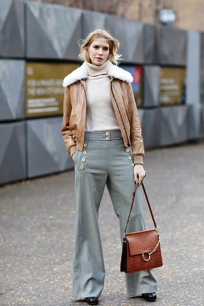 毛衣+长裤, 这是冬季的五个时髦搭配公式 6