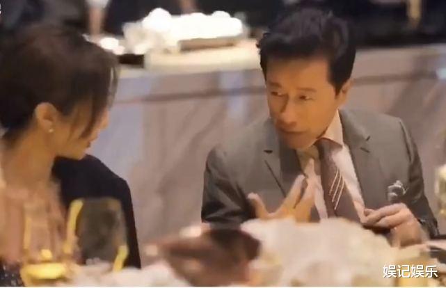 范冰冰坐總裁身邊有排面? 總裁跟另一女孩聊天, 范冰冰顯乖巧-圖6
