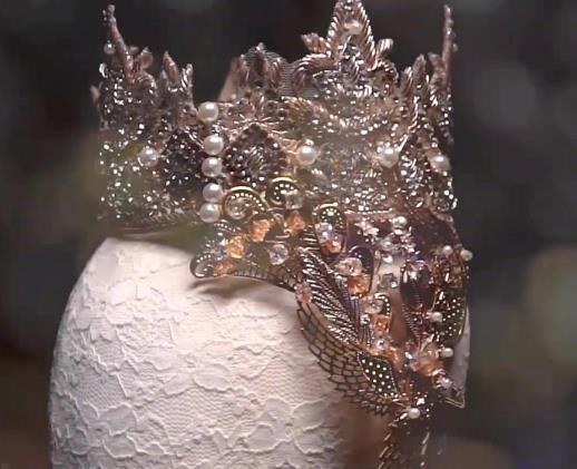歷屆金鷹女神皇冠, 趙麗穎高貴, 迪麗熱巴簡約, 被宋茜的頭飾美到瞭!-圖5
