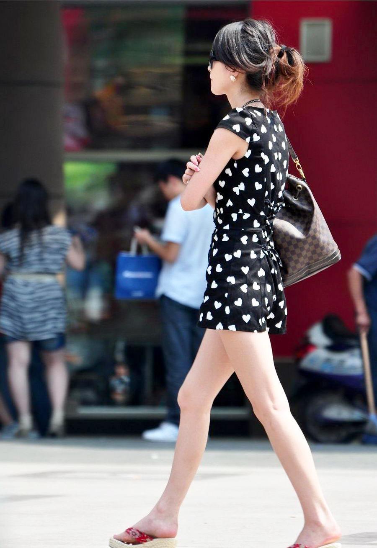 打底裤穿腻了? 街拍连衣短裙美女穿出气质 2
