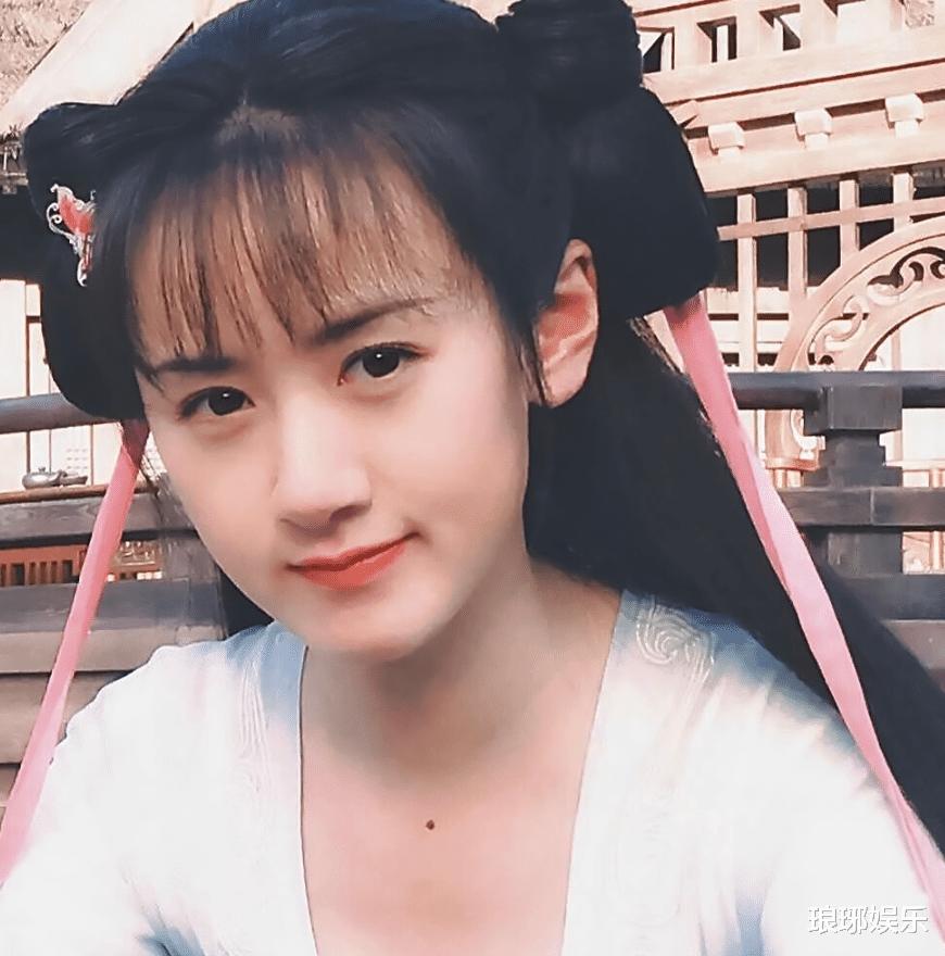 28歲袁冰妍顏值上熱搜, 引發網友吐槽, 臉型和鼻子太虐瞭!-圖2