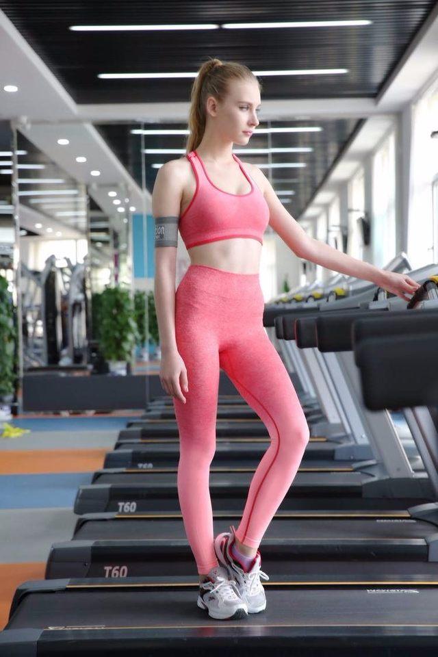 紧身裤把女性身材展现得玲珑剔透, 如今已是男人们的最爱! 6