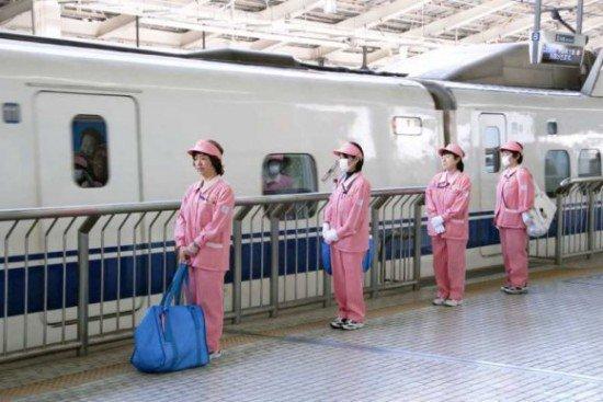 日本新干线列车清洁工用七分钟完成清洁工作