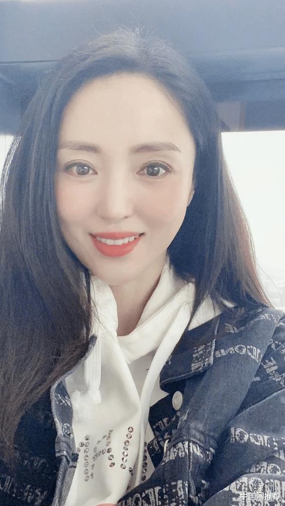 董璇佟麗婭夢幻同框 曬同款文案美女合照太養眼-圖2