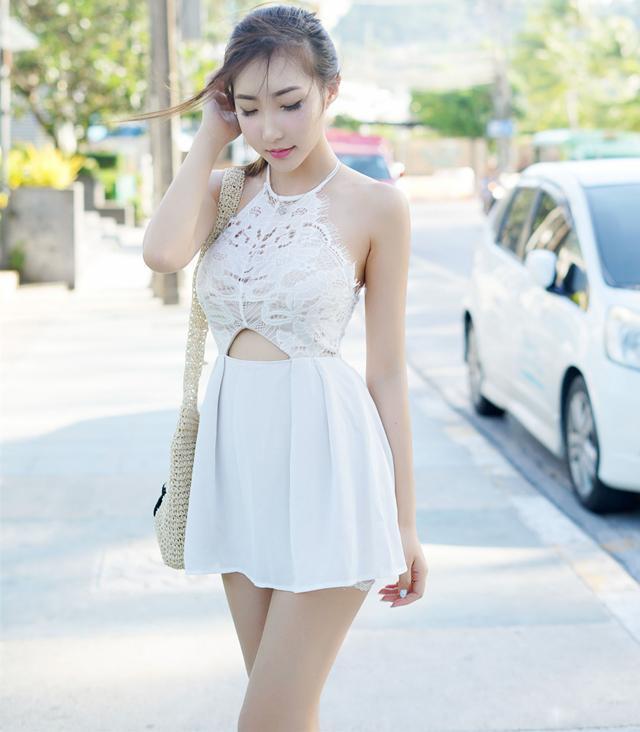 街头短裙美女, 自有一份似水的娇羞