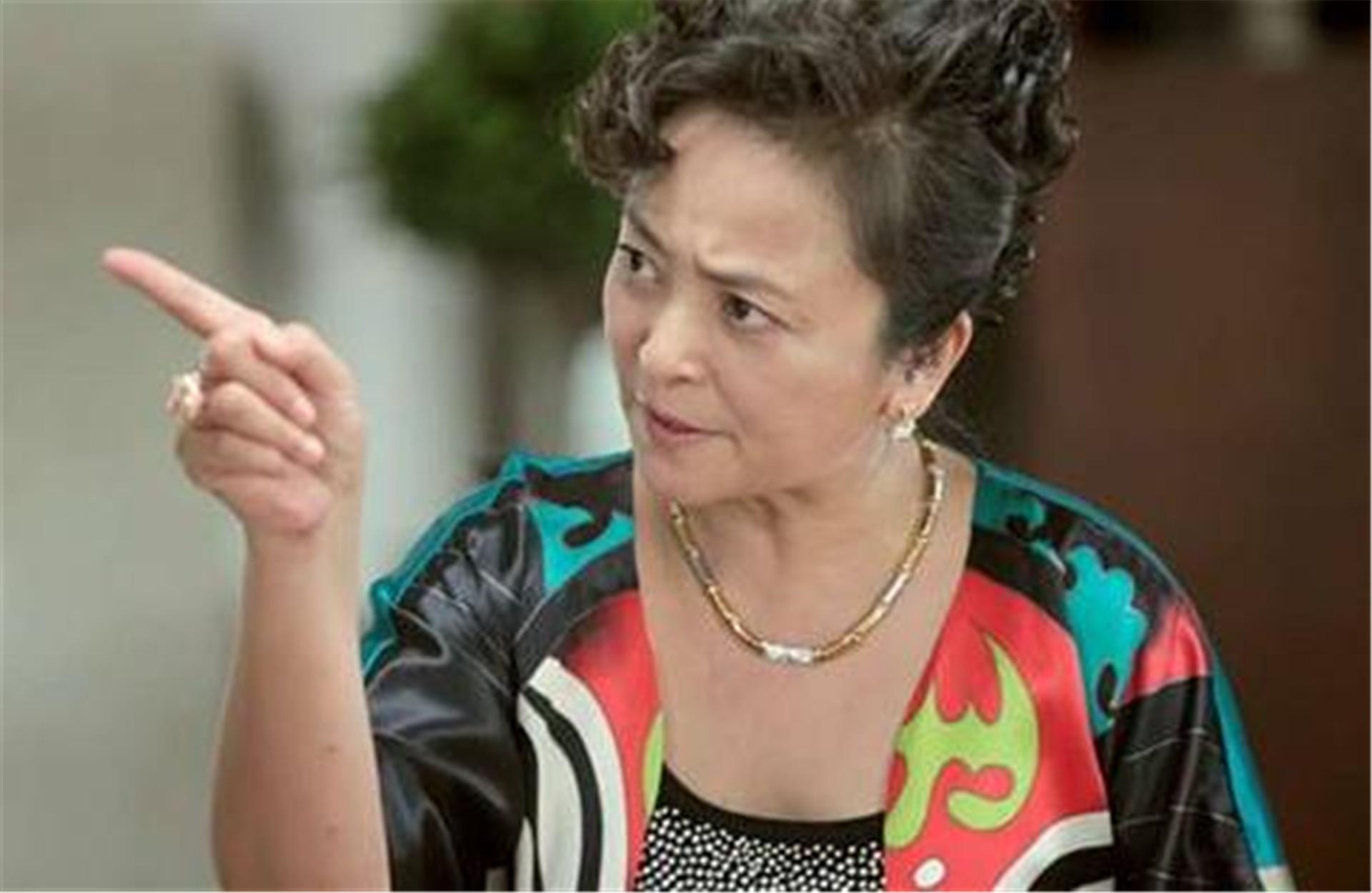 揚言不嫁中國人, 卻兩次被老外拋棄, 如今她帶著兒子回國撈金-圖5