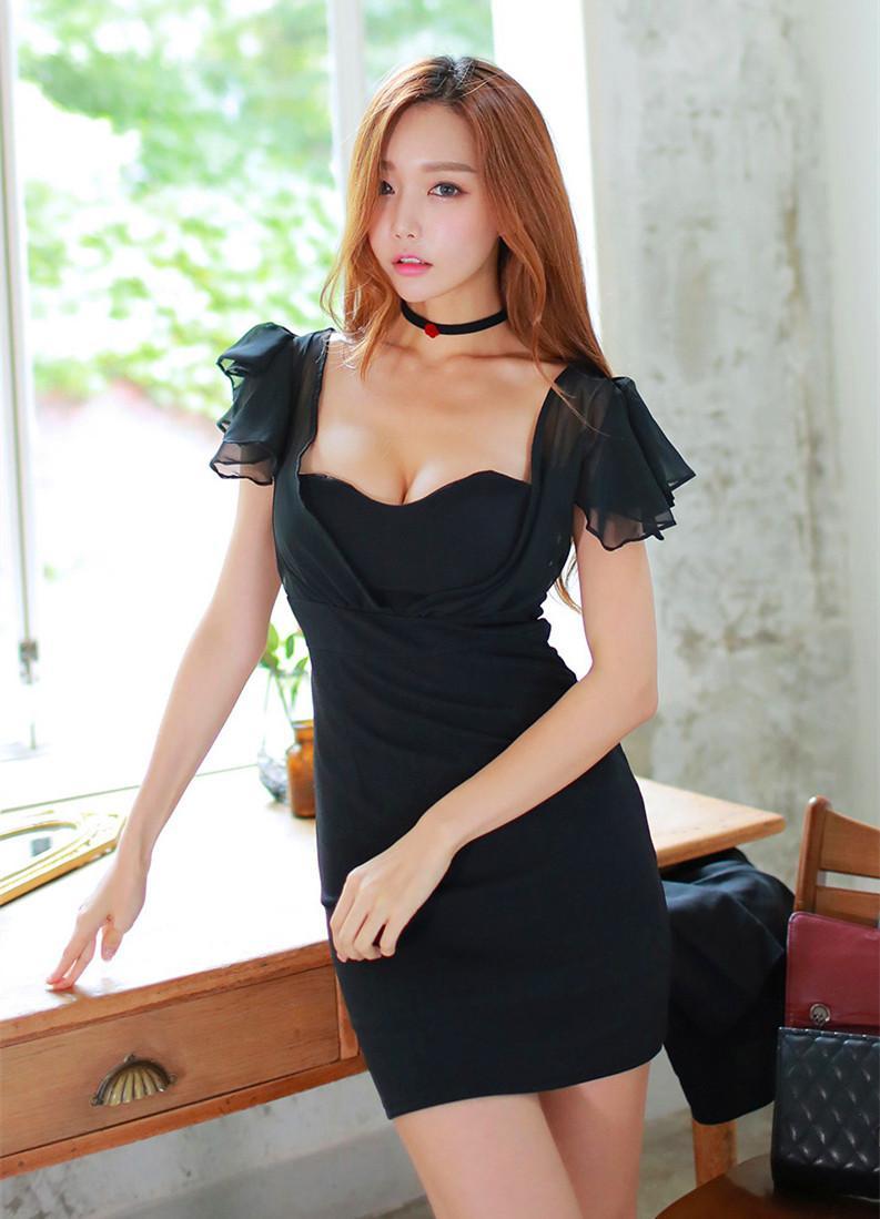 我最喜欢女票穿这的这套黑色连衣裙, 走在接上倍有面子 4
