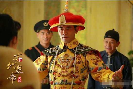 溥仪被赶出宫, 是半吊子工程, 鹿钟麟误将两个更重要人物留在皇宫