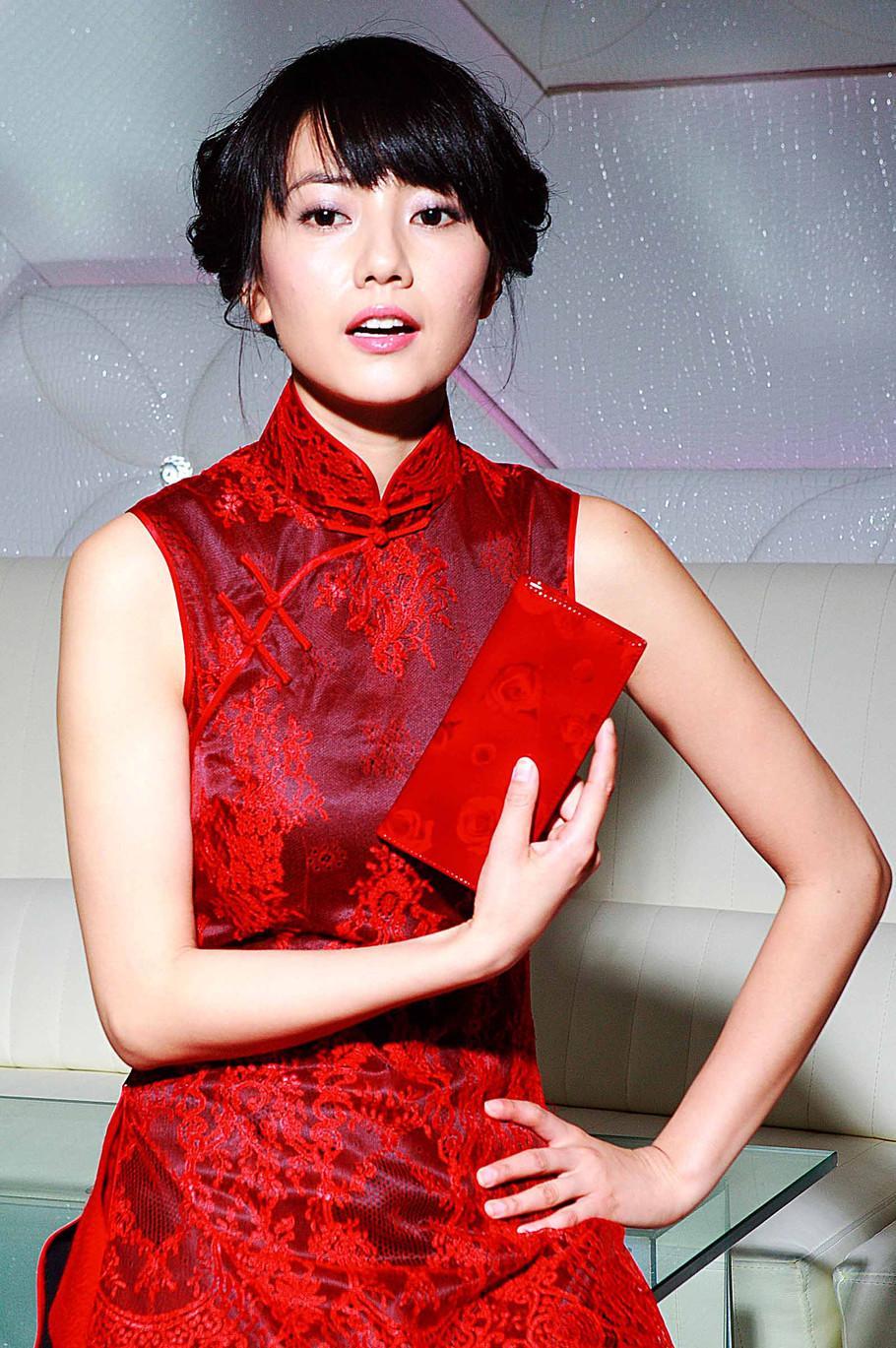 身材丰腴的小姐姐穿啥好看? 中国风的高叉旗袍让你秒变女神 2