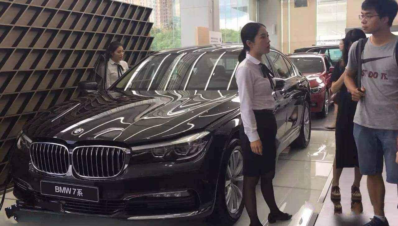 """在中國被當成""""買菜車"""", 來到朝鮮搖身變成豪車, 還被用來做警車-圖1"""