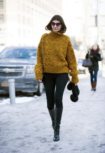 毛衣+长裤, 这是冬季的五个时髦搭配公式 1