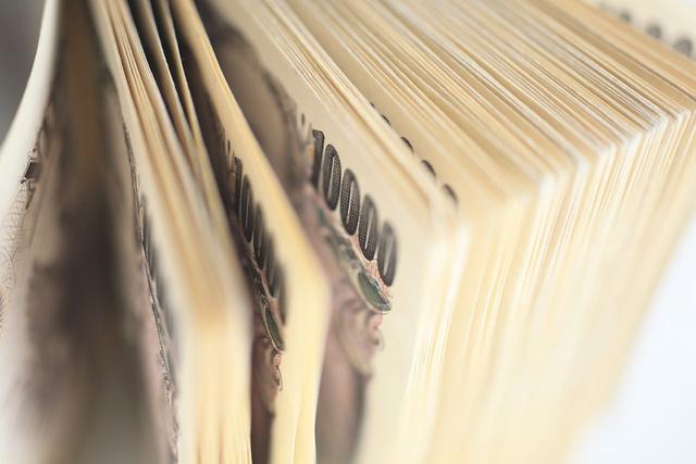 日本人在垃圾堆里, 再次捡到4000万, 为什么总能捡到成捆的现金?