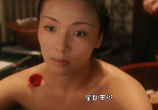 43歲劉濤與周渝民鴛鴦戲水, 演15歲少女吻戲被吐槽: 太過辣眼睛-圖2