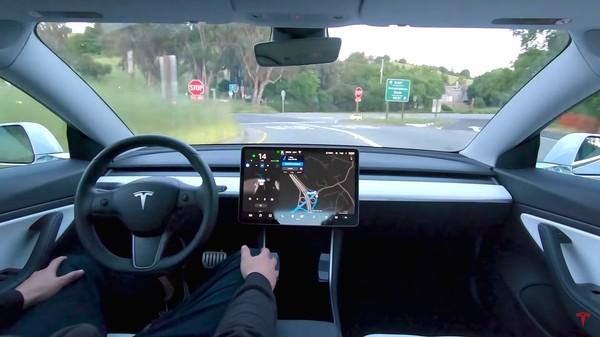 特斯拉全自動駕駛測試版體驗來瞭! 車主驚呼難以置信-圖2