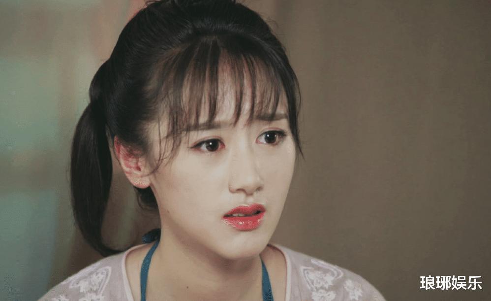 28歲袁冰妍顏值上熱搜, 引發網友吐槽, 臉型和鼻子太虐瞭!-圖1
