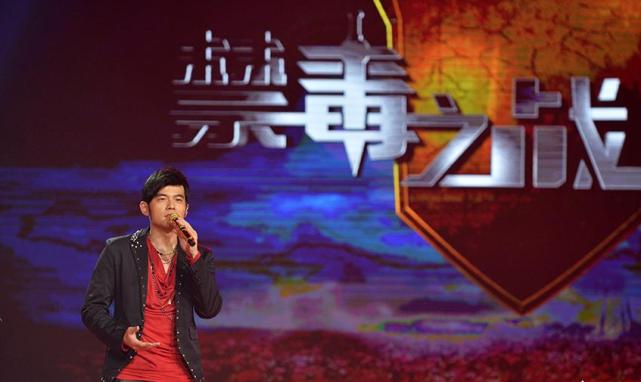 吸毒導演新戲要上映,彭於晏黃渤等群星幫宣傳,無視緝毒警烈士們-圖5