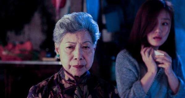 """香港""""鬼婆""""羅蘭,因形象一生未嫁,如今86歲隻能和古天樂過-圖1"""