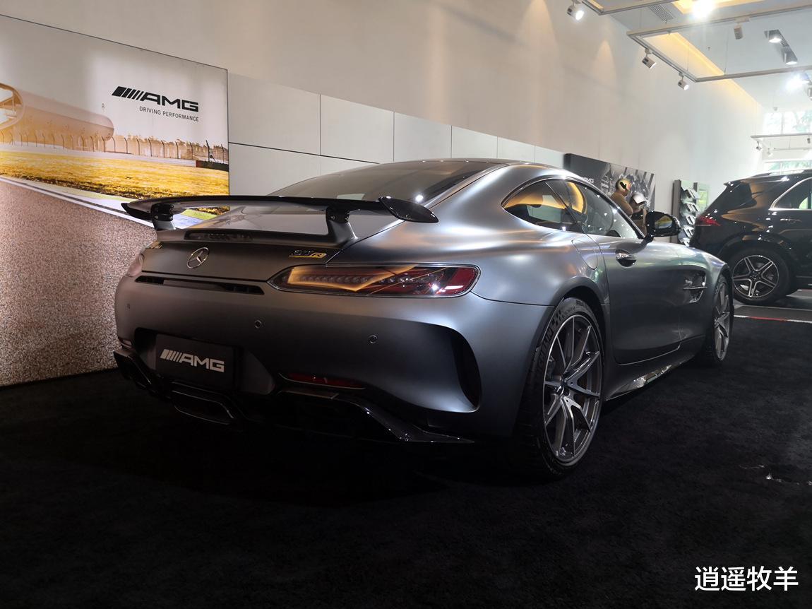 2019款奔馳AMG-GTR(啞光灰)解析: 它不愧是一臺婀娜多姿的轎跑車-圖6