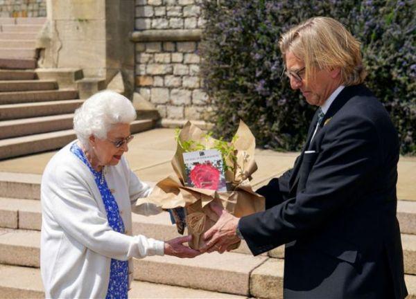 外媒: 英國女王紀念菲利普親王百歲誕辰-圖1