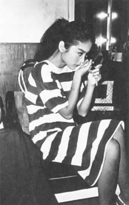 林青霞40年前穿的旧衣服, 比你身上穿的要时髦! 22