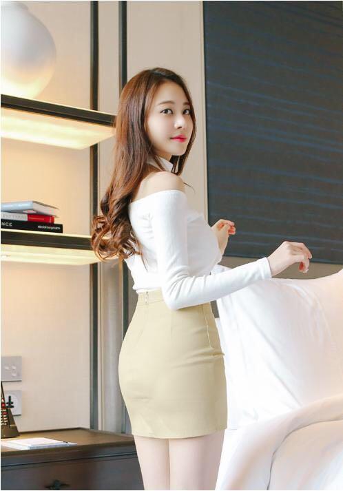 皮质小短裙勾勒好身材, 这么穿办公室同事的眼光都离不开你