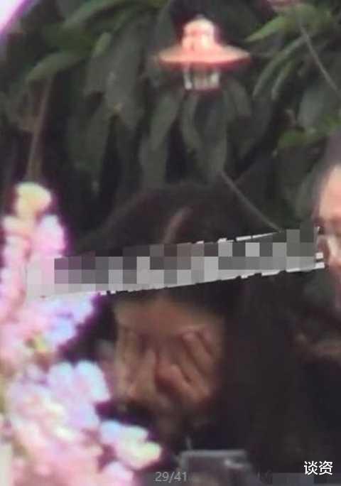 32歲baby素顏帶小海綿聚餐, 皮膚蠟黃憔悴, 兒子一臉委屈-圖3