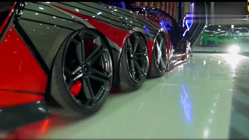 全球仅此一辆,八个轮胎的跑车比法拉利还快,用白金加特林当车头