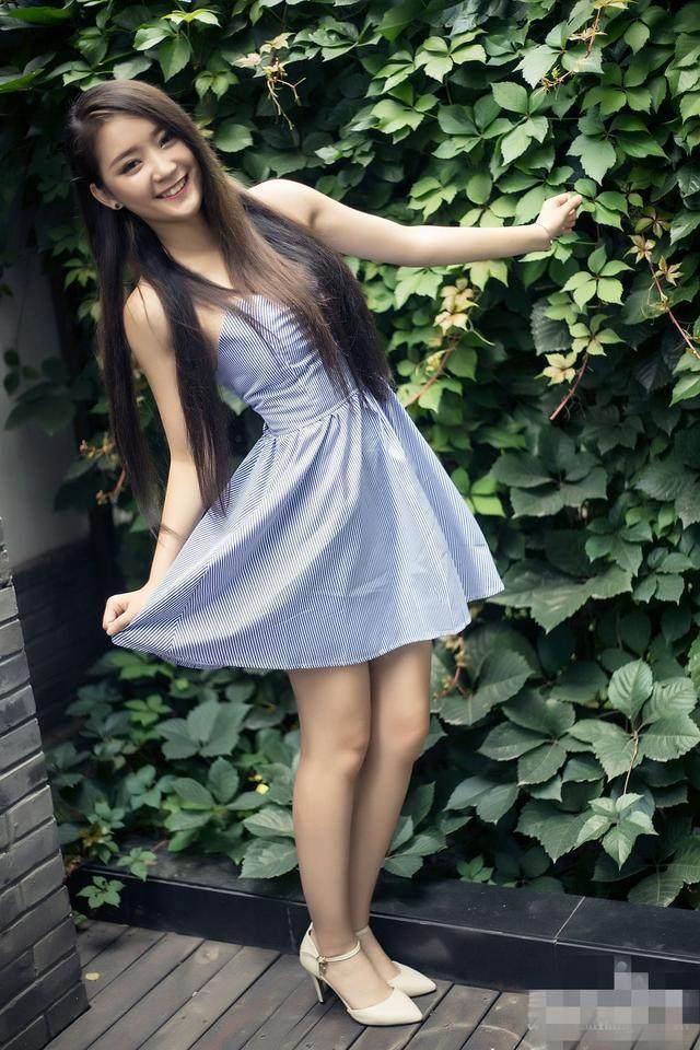 高挑农村妹子, 素色连衣裙穿的如此时尚
