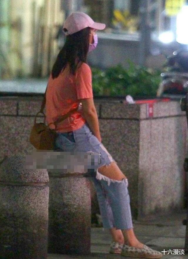 和老公吵架的林心如, 網友看到她的穿著後, 說我不心疼她瞭-圖2