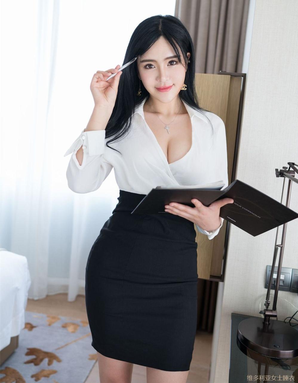 丰腴身材的女秘书穿高腰包臀裙尽显妩媚感, 老板特别赏识 4