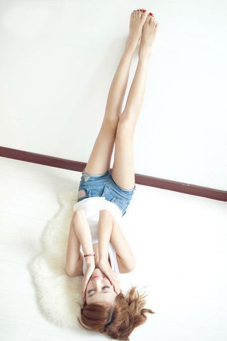 短裤穿出新鲜感, 凸现美女曼妙身姿 7