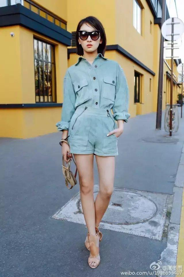 个矮平胸怎么穿? 周冬雨撞衫超模Kendall, 一点也没输! 34